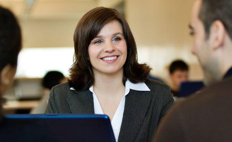 Ausbildung Als Versicherungskaufmann Infos Und Freie Platze