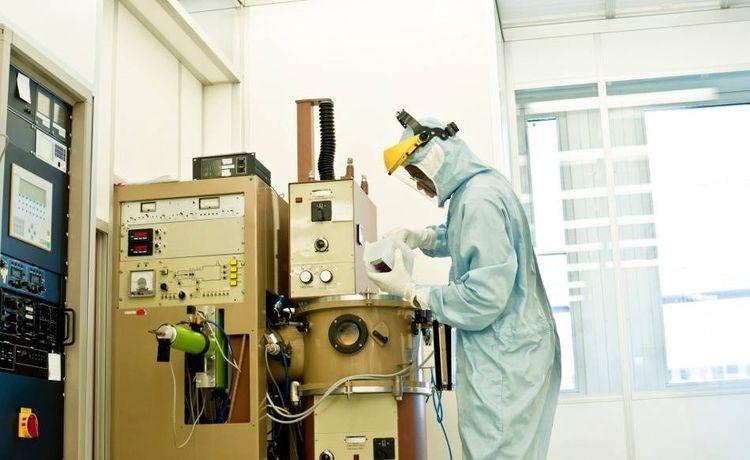 in deiner ausbildung zum chemikanten arbeitest du in den unterschiedlichsten bereichen du lernst jeden fertigungsprozess von anfang bis ende kennen und
