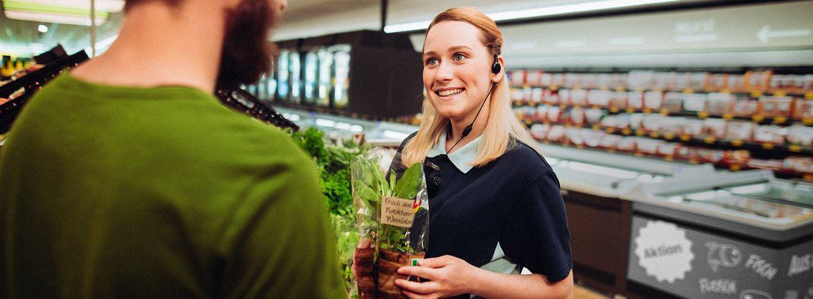 Ausbildung Als Einzelhandelskaufmann Frau Infos Und Freie Stellen