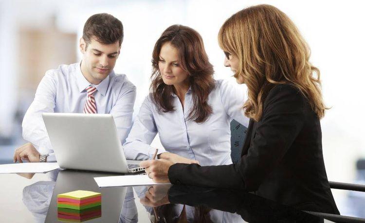 Ausbildung Bankkaufmann Frau Infos Und Stellen Auf Ausbildung De