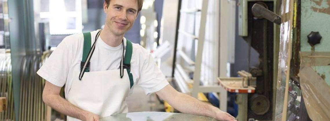 Ausbildung als flachglasmechaniker infos und freie pl tze for Ausbildung zum innendekorateur