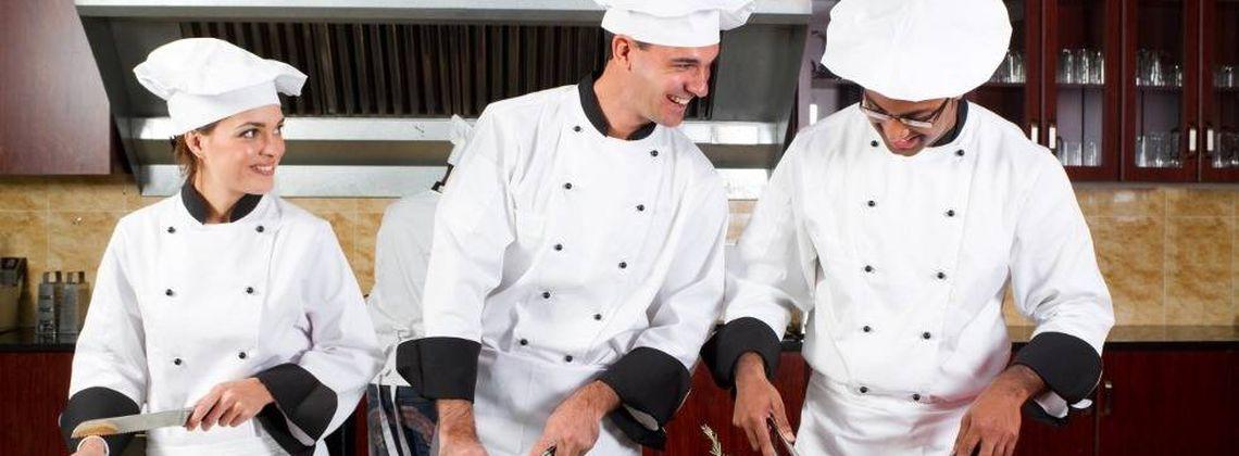 Köchin bei der arbeit  Koch / Köchin Ausbildung in deiner Stadt – Infos und freie Plätze