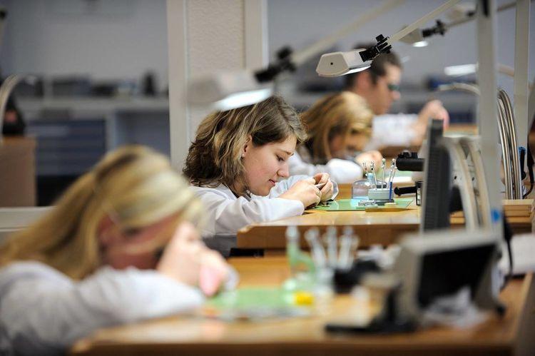 Ausbildung zum Uhrmacher (m/w/d) bei The Swatch Group ...